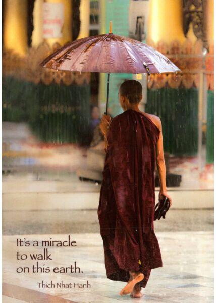 Postkarte englisch Text Burmese Monk, Walking in the Rain