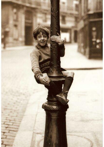 Postkarte im Retrostil Montmartre Boy
