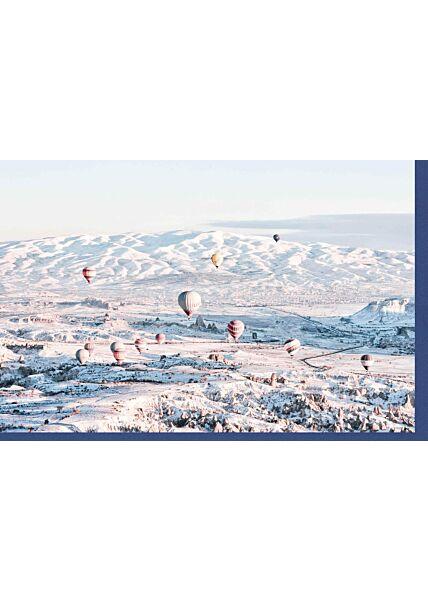 Weihnachtskarte neutral Winterlandschaft Schnee Berge und Heißluftballons