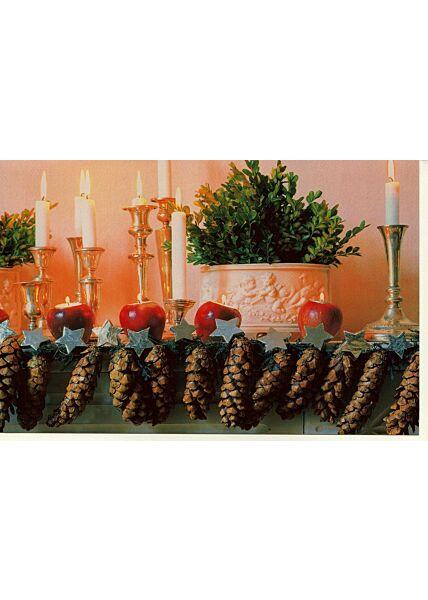 Weihnachtskarte Tannzapfen Kerzen Äpfel