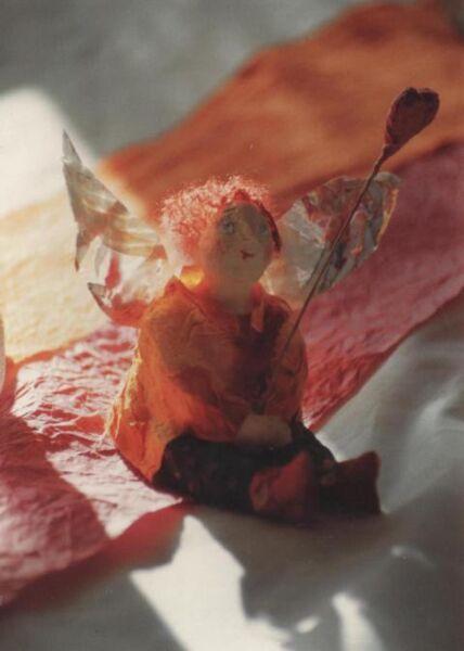 Witzige Postkarte: Geflügelter Blumengruß